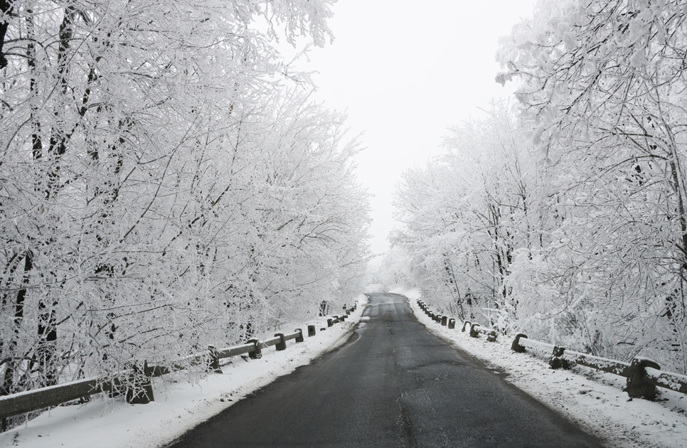 potassium acetate based de-icer for use on roads, bridges and tunnels
